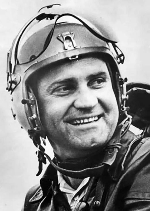 Retrato de Alexander Fedotov, el piloto que rompió todos los récords de vuelo con su MiG-25.