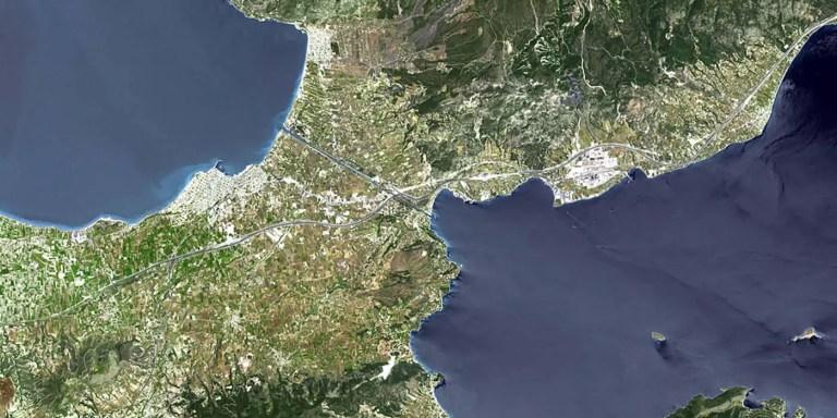 El Canal de Corinto, la obra de ingeniería que cortó a un país en dos