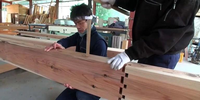 Carpinteros japoneses trabajando.