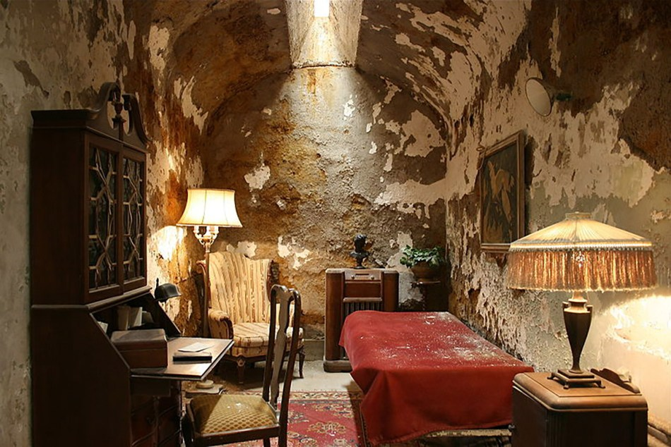 La lujosa celda de Al Capone durante su estadía en la Eastern State Penitentiary.