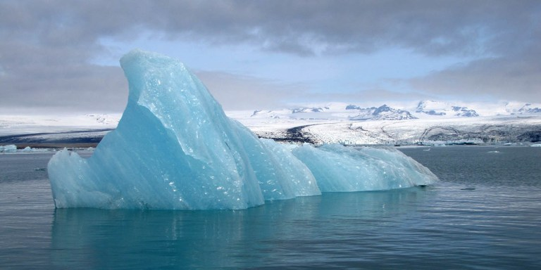 Jökulsárlón una playa invadida por gigantescos hielos