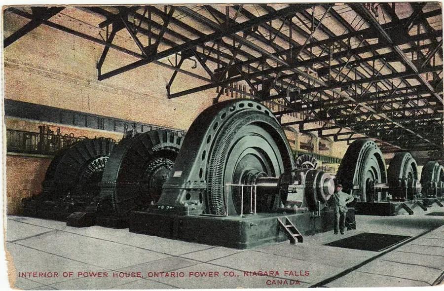 Turbinas de generación de energía eléctrica de la Ontario Power Plant debajo de las cataratas del Niágara.