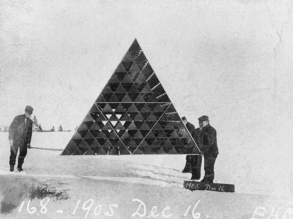Uno de los diseños de cometas tetrahédricas de Bell.