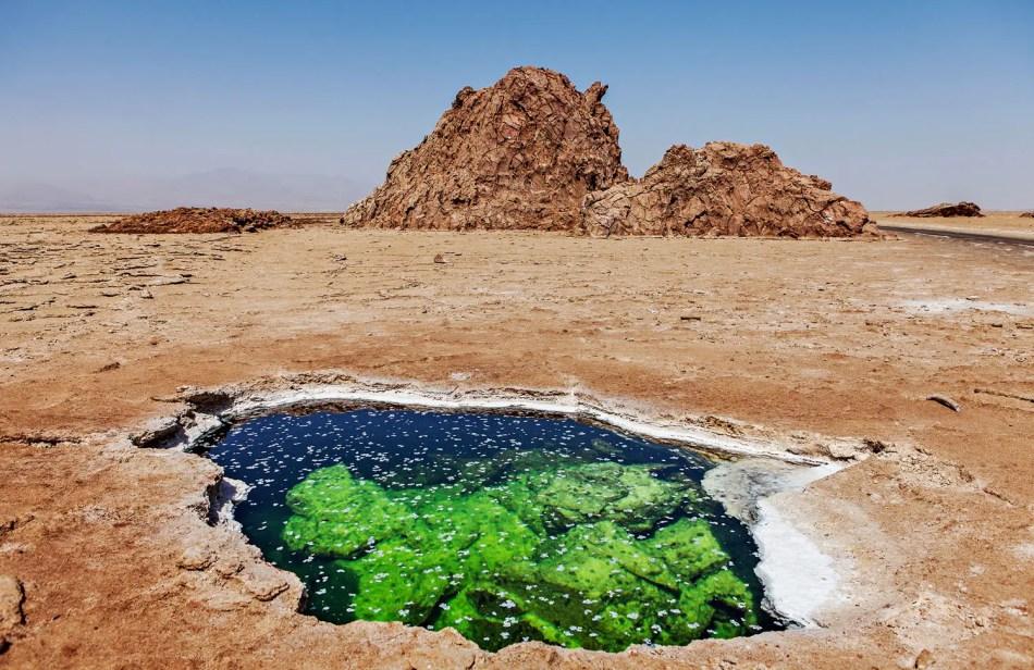 Un pozo de agua en el desierto de Danakil.