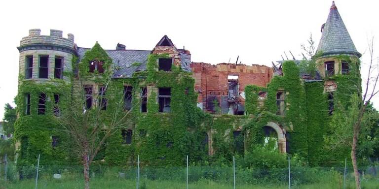 Detroit, la ciudad que está siendo lentamente devorada por la vegetación