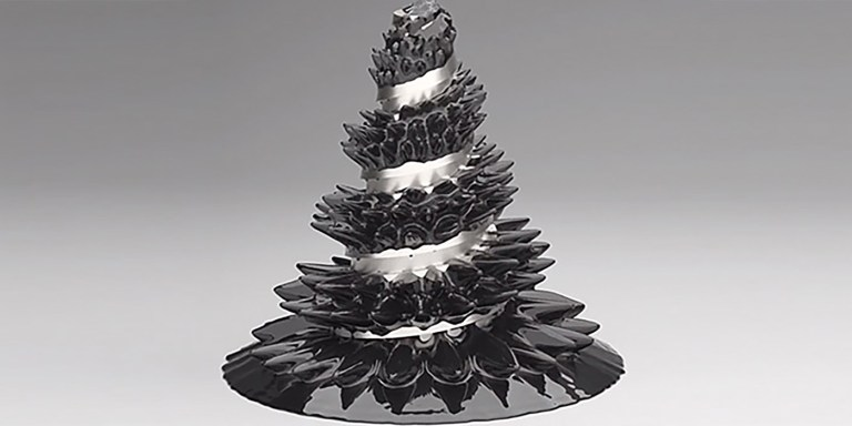 Escultura con ferrofluidos.