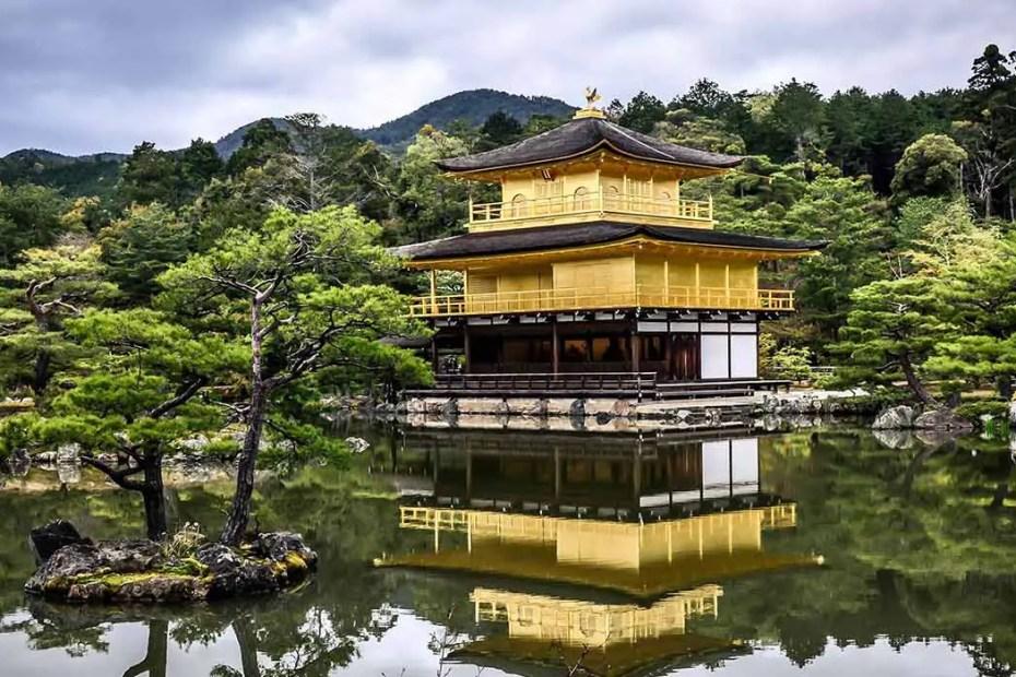 Detalle de Kinkaku-ji, el templo laminado en oro.
