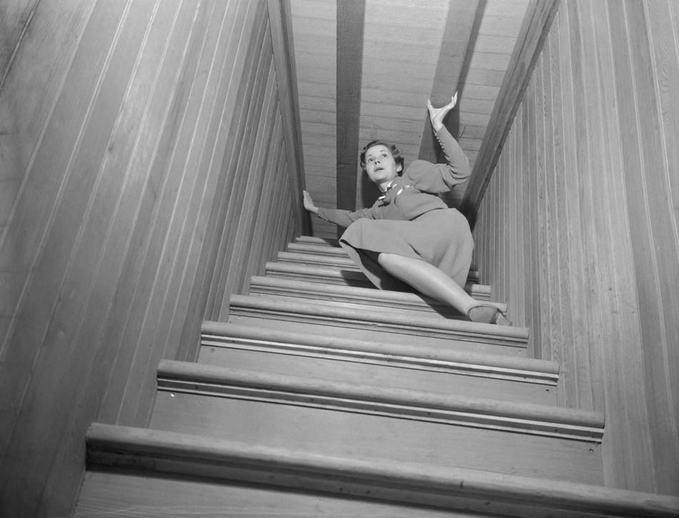 Una de las tantas escaleras de la mansión de la viuda Winchester.