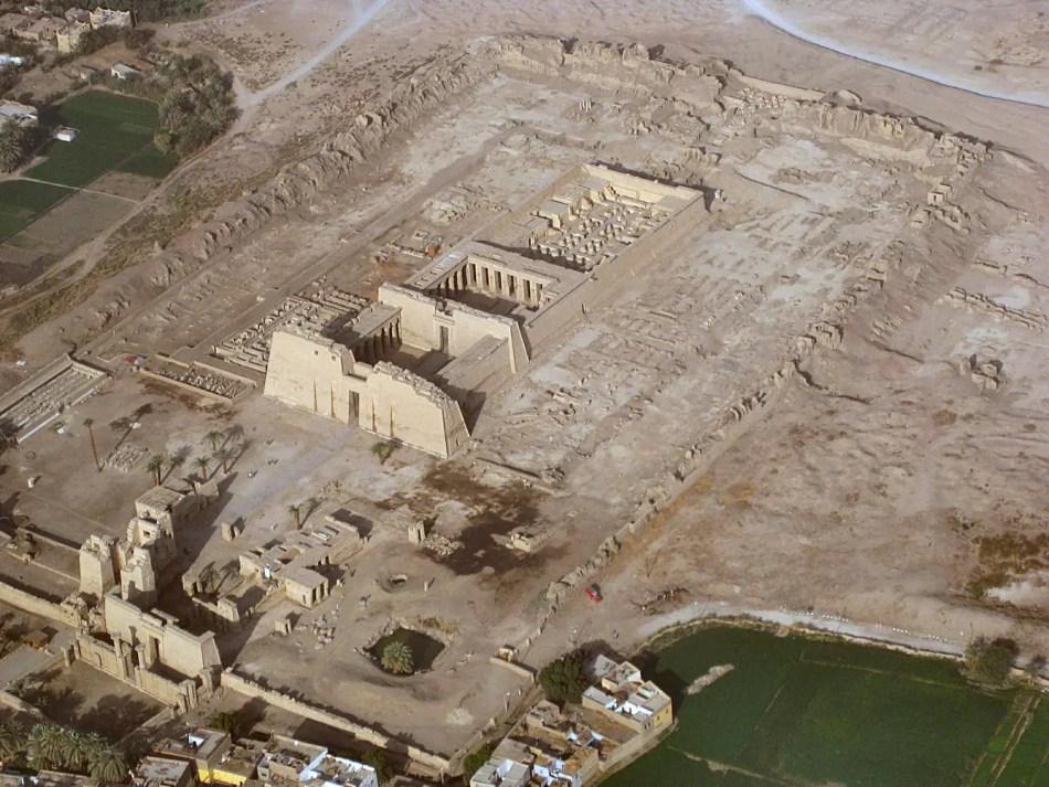 El templo egipcio Medinet Habu, donde ocurrio le primer huelga de la Historia.