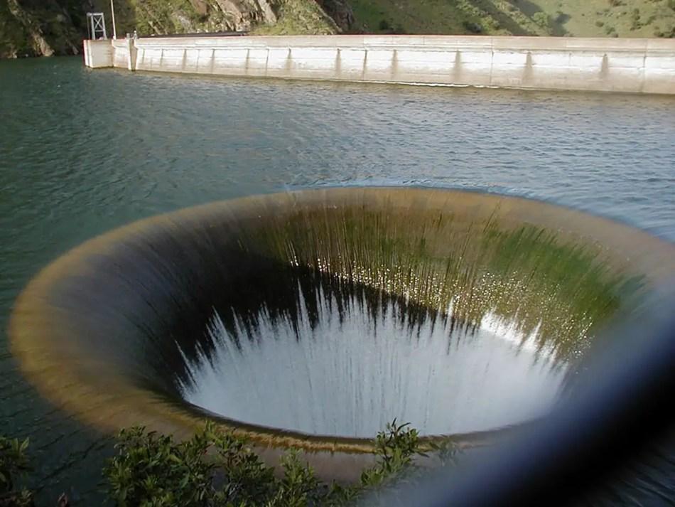 Drenaje Morning Glory en acción, este es uno de los drenajes más grandes del mundo.