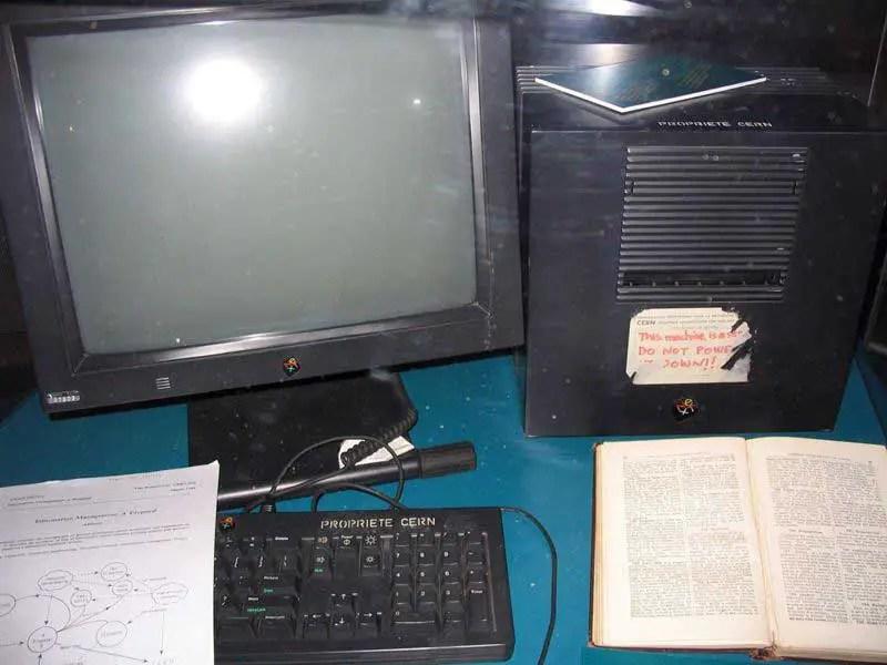 Primer servidor de Internet, desde el cual se servía la primera página de Internet.