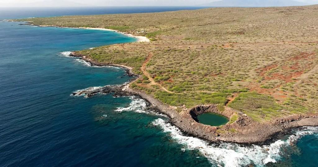 El inmenso cráter dejado por la operación Sailor Hat.