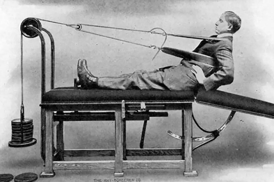 Una de las máquinas de gimnasio del Dr. Zander para ejercitar la espalda.