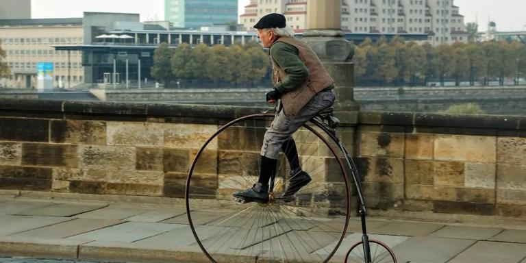 Biciclos, las bicicletas antiguas con una rueda gigante