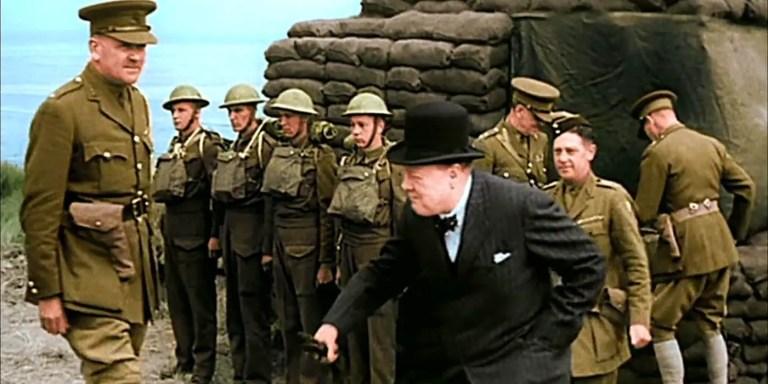 Winston Churchill y sus hombres, imagen de la Segunda guerra mundial a color.
