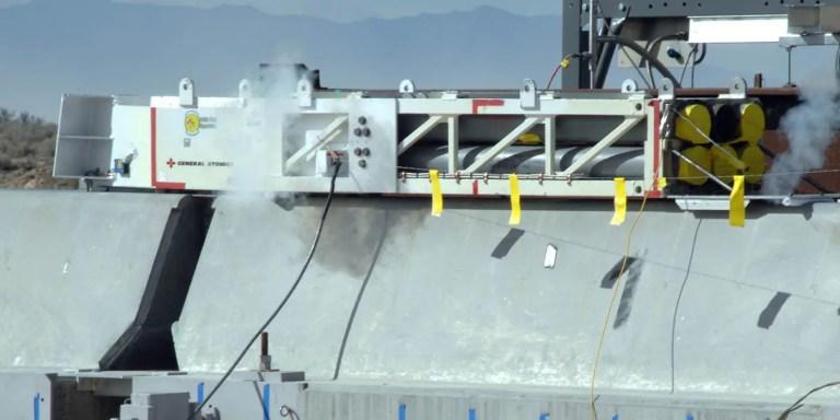 El trineo a cohete de la NASA, el vehículo de tierra rápido de la Historia