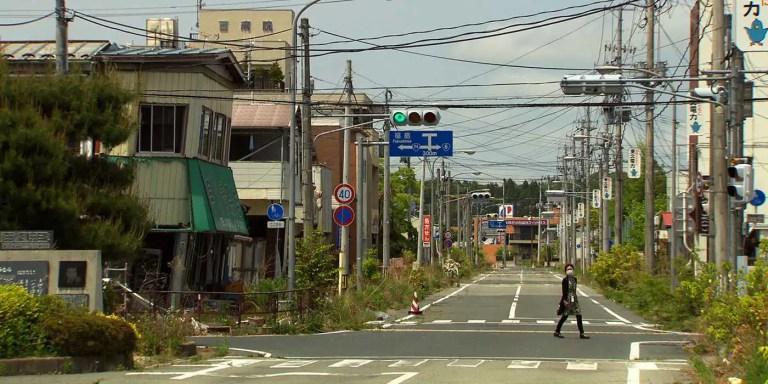 Las calles de Namie, la ciudad abandonada tras el desastre nuclear de Fukushima.