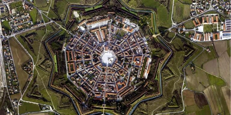 Viste aérea de Palmanova, el pueblo estrella.