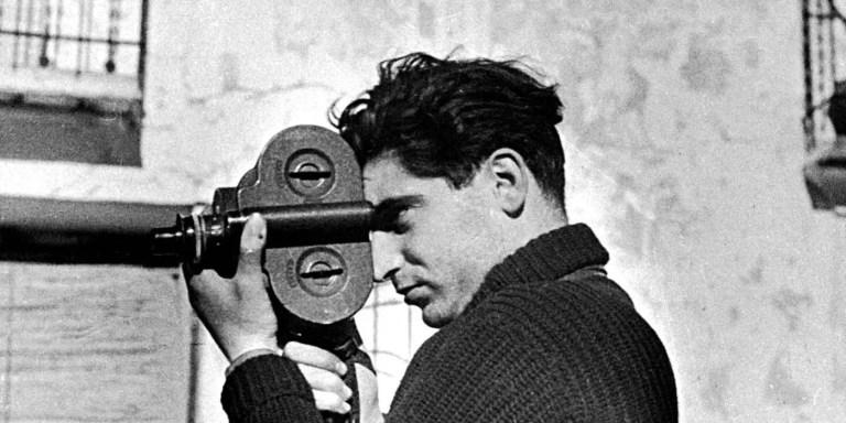 Fotografía de Robert Capa tomada por Gerda Taro.