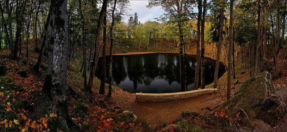 Cráter del meteorito que impactó hace tres mil años en Saaremaa, Estonia.