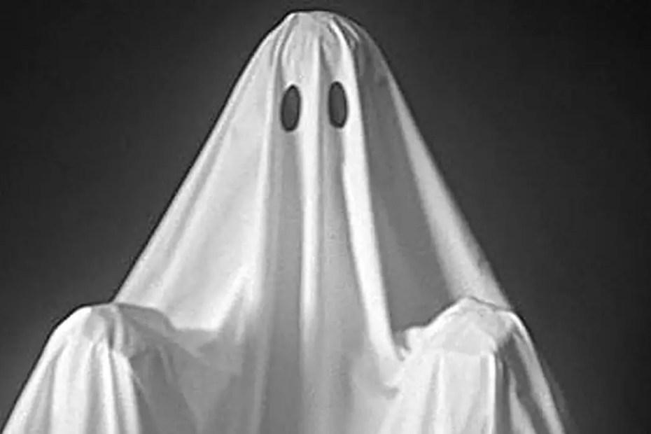 Fantasma clásico hecho con una sábana.