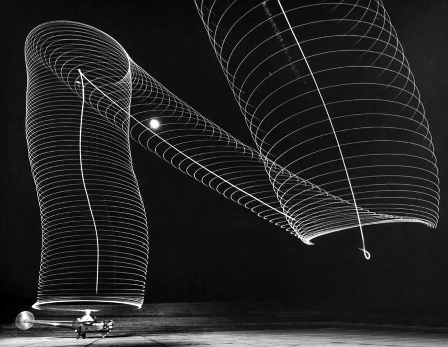 Fotografía del patrón de las aspas de un helicóptero capturado utilizando una película de gelatina.