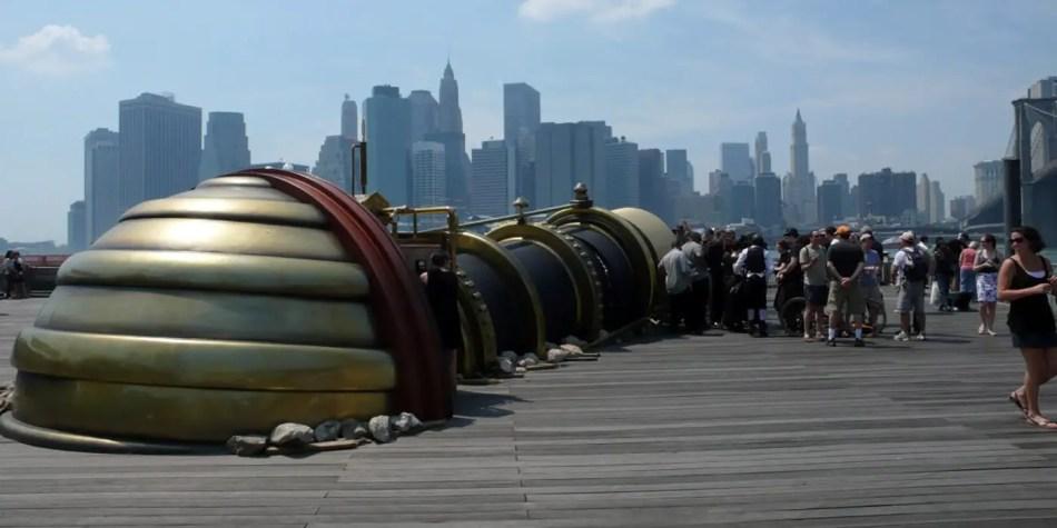 El Telectroscopio emergiendo desde el lado de Nueva York.