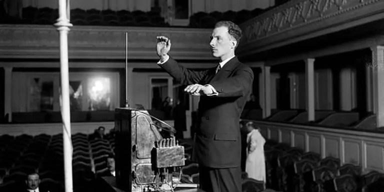 El theremín, el único instrumento musical que no se toca