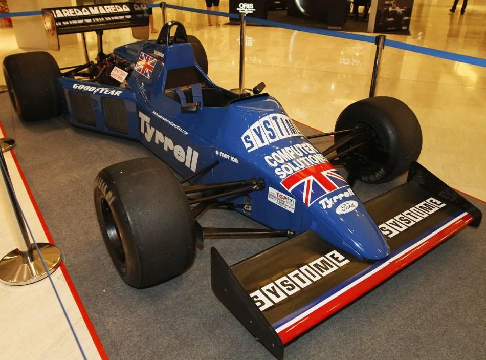 Fotografía de un automóvil de Fórmula 1 Tyrrell 012.