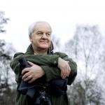Gunnar Hesse, Unisys, skŒdar fŒglar ute i VŠsby Park. (till lisa b.)