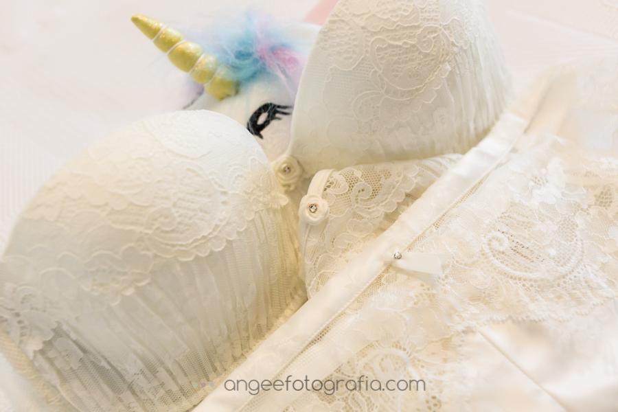 Preparacaión de la novia. Ropa interior. Boda Consuelo y David. angeefotografía.com