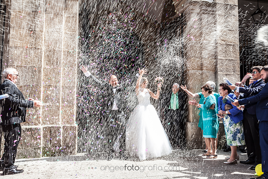 Lluvia de arroz salida de la iglesia Raquel y Jorge en Luarca