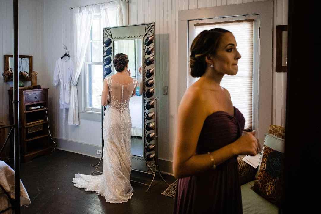 bridesmaid and bride getting ready at olowalu plantation house