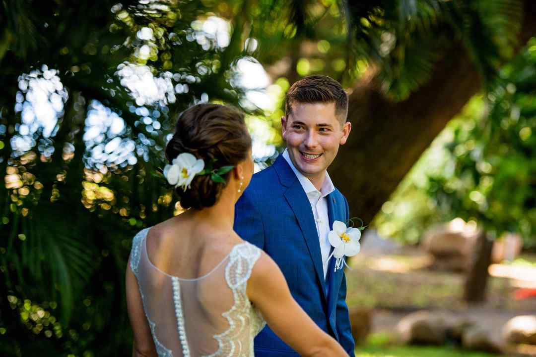 groom seeing bride for the first time at olowalu plantation house