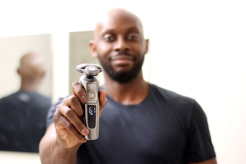 Philips Norelco S9000 Prestige Qi-Charge Electric Shaver