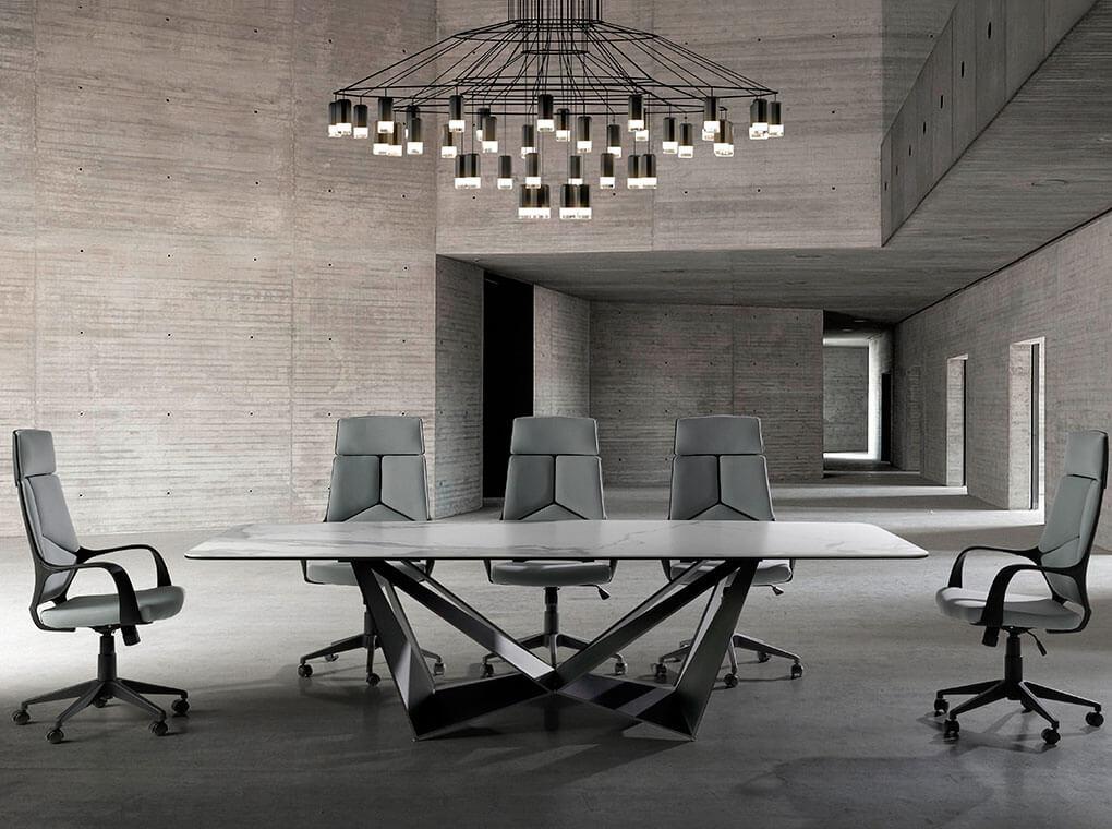 es sillon de oficina giratorio con reposabrazos en office armchair upholstered in grey fabric with 360º rotating arms fr fauteuil de bureau avec