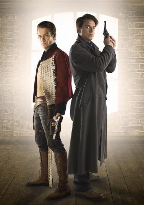 John Barrowman y James Marsters ataviados para Torchwood