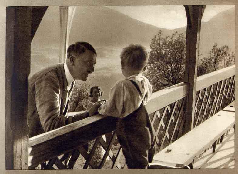 Hitler con niño