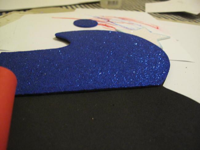 4-pegar-piezas-sobre-base-negra