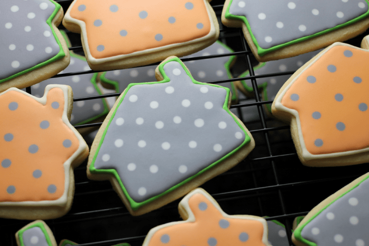 house-cookies-dotted