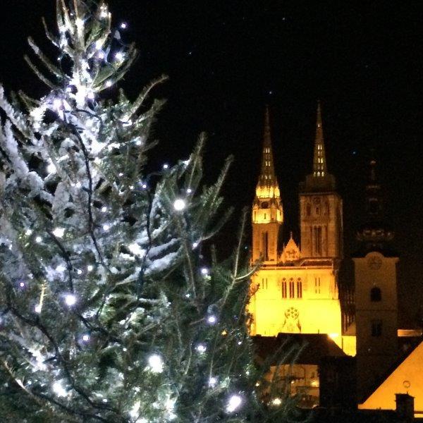 Zagreb: Blick von der Oberstadt auf die Kathedrale