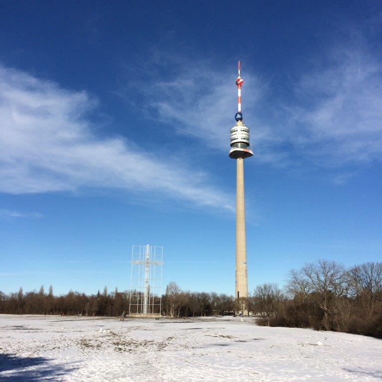 Donaupark mit Donauturm