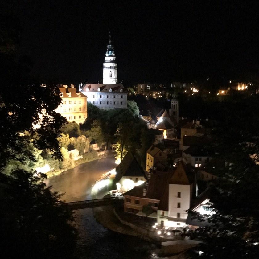 Zurück in die Stadt mit beeindruckenden Ausblicken zum Schloss, zur Moldau und in die Stadt.