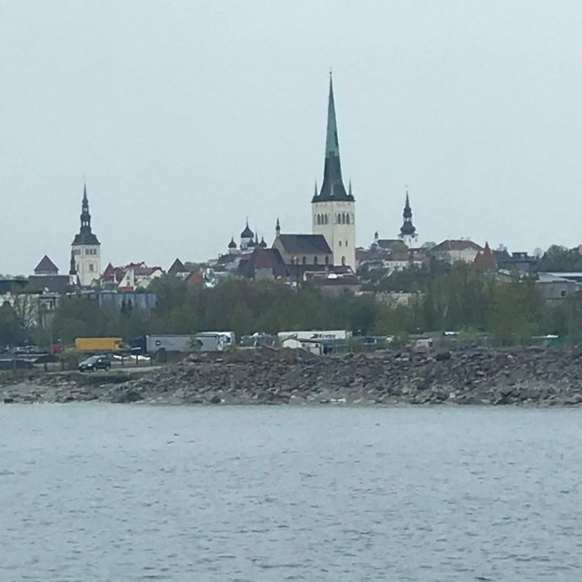 Blick vom Schiff auf Tallinn