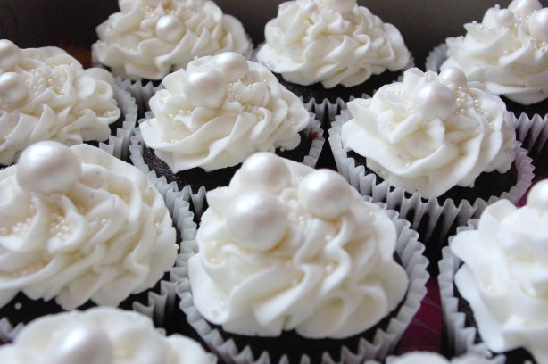 chocolate cupcakes, vanilla butter icing, sugarpaste pearls
