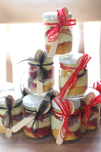 red velvet and vanilla marble cupcakes with cream cheese icing, cupcake-in-a-jar bridal shower favour