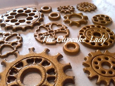 sugarpaste, fondant, hand made, cogs, wheels, steampunk