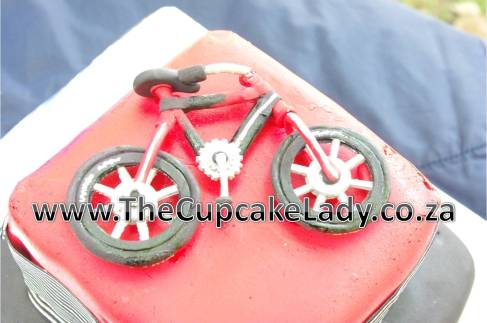 sugarpaste fondnt hand crafted bicycle