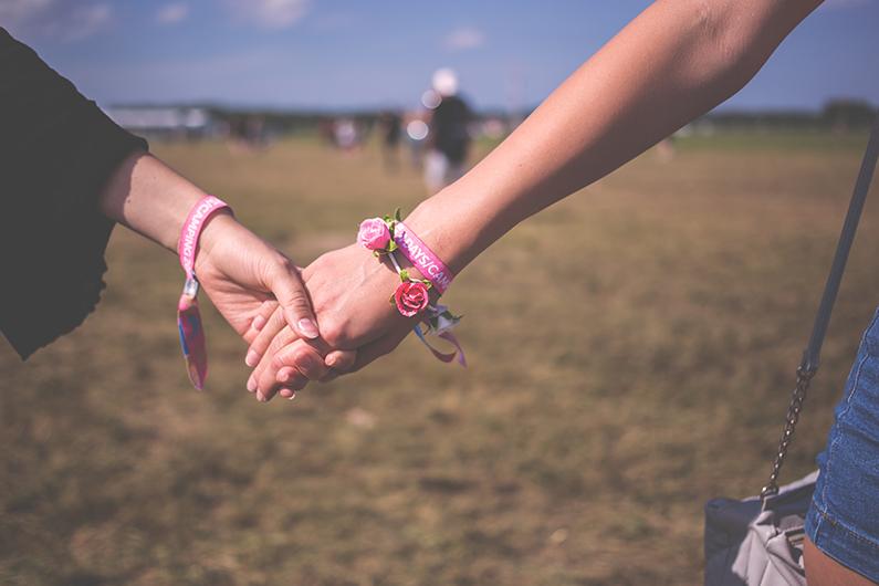 J'aimerais qu'on me tienne la main