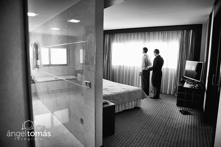 El chaleco del novio. Boda María y Salva. Ángel Tomás Fotógrafo de bodas en Córdoba.
